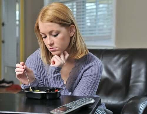 Kvinna som inte vill äta.