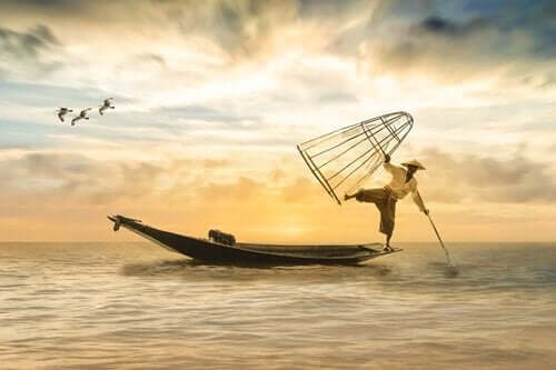 Man som fiskar.