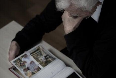 Att väcka gamla minnen som en behandling av demens