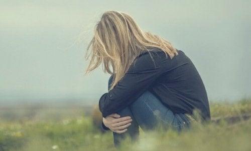 Kvinna med låg sjäkvkänsla