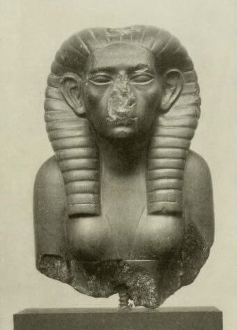 En skulptur av Sobekneferu.