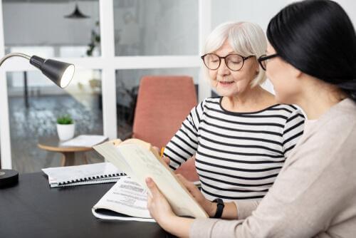 Äldre kvinna som blir testad för PSP