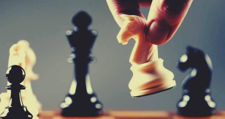 Häst på schackbräde.