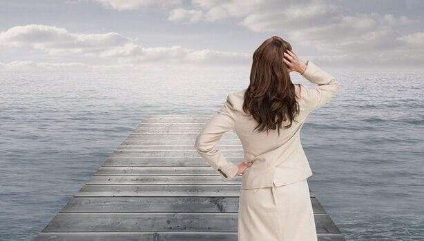 Kvinna vid havet.