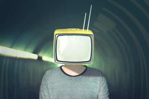Media manipulerar: 10 strategier för mediemanipulation