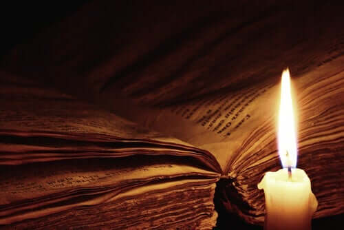 Bok vid ljus