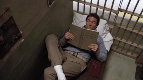 Eastwood läser en bok