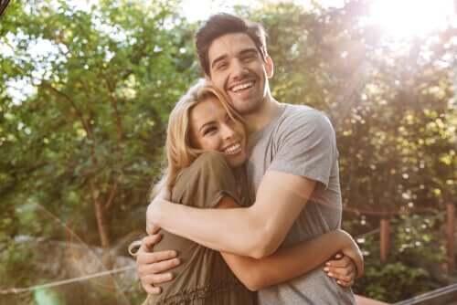 Kramande, lyckligt par