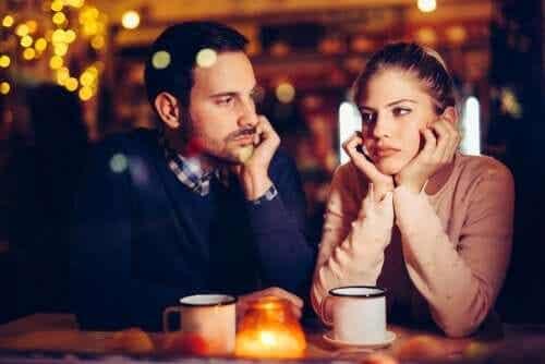 Tristess i relationer: är det normalt?