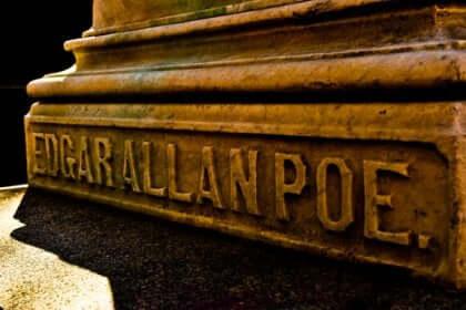Edgar Allan Poe i sten.