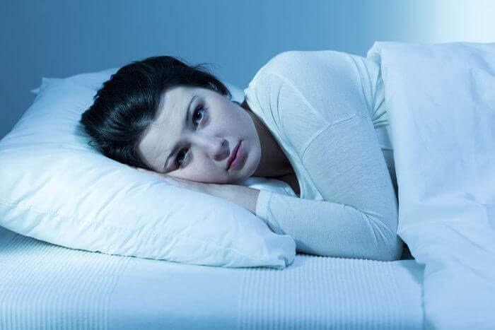 Kvinna på kudde.