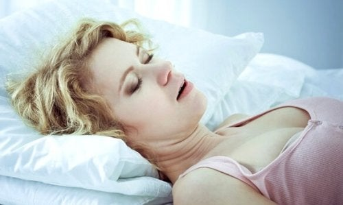 Kvinna med symptom på atypisk depression.