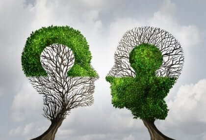 Träd i form av mänskliga huvuden