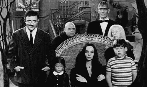 Äldre bild på familjen Addams.