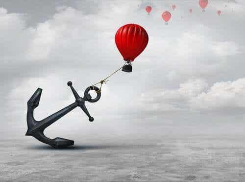 Att hålla fast vid saker gör mer ont än att släppa taget