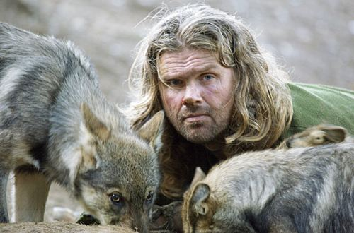 Ellis bland vargar.