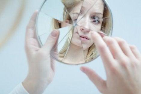 självkänslans påverkan under tonåren och de negativa effekterna