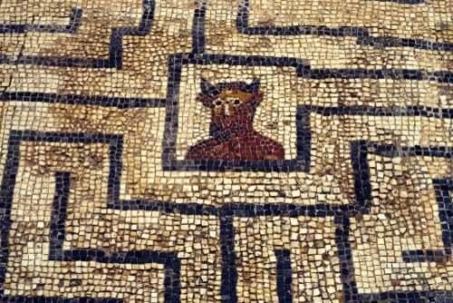 Mosaikmålning av minotaur.
