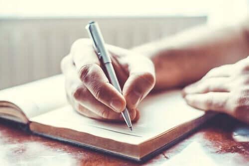 Person som skriver.