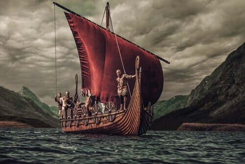 Skepp i fjord.