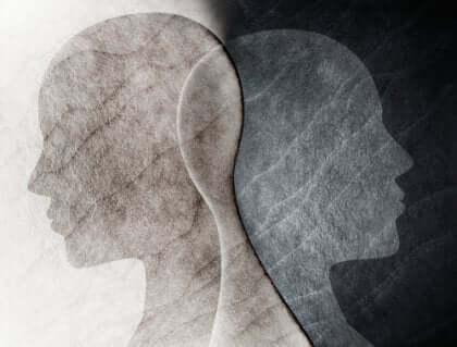 Två mänskliga profiler överlappar varandra.