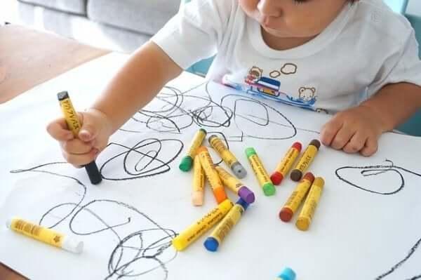 Barnens teckningar: stadier och utveckling