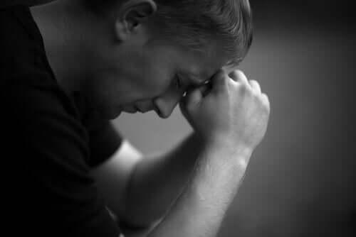hur ilskans stadie inom sorgen påverkar oss