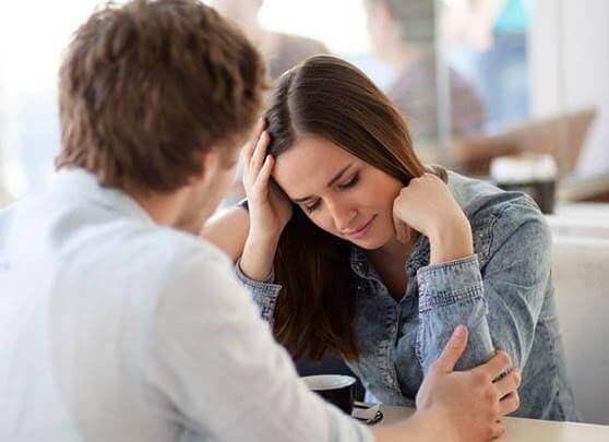 Kvinna som lider av filofobi, rädsla för att bli förälskad.