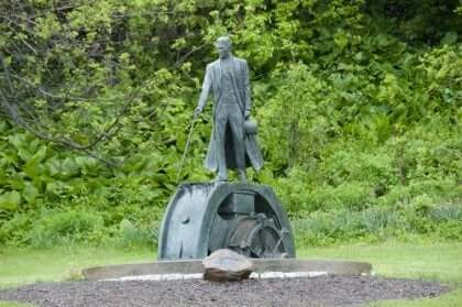 En staty av Nikola Tesla.