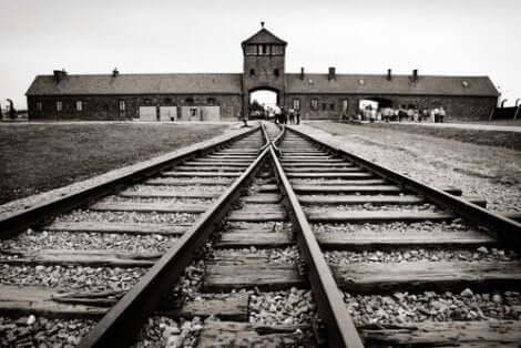 Järnväg vid koncentrationsläger