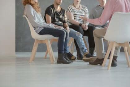 Personer i gruppterapi