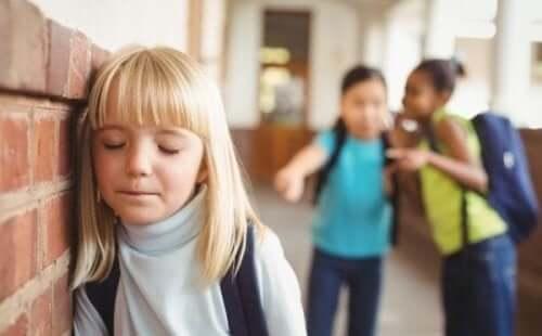 Skolorna är skyldiga att stå upp mot mobbning