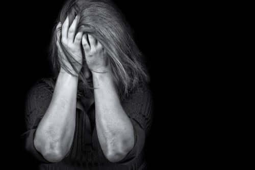Kvinna med PTSD