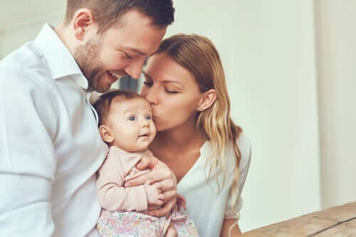 Familj med bebis.