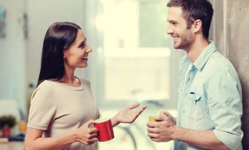 Kvinna och man som pratar.