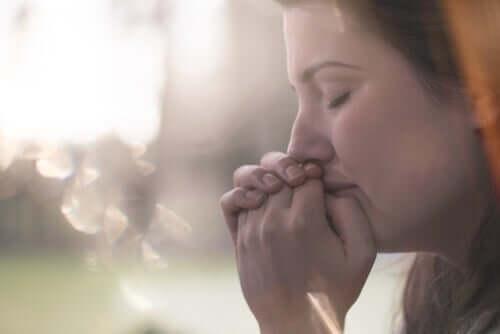 Kvinna som gråter.