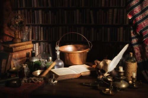 Skrivbord och böcker.