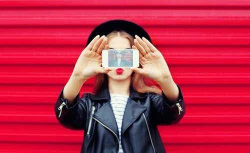 Att skapa en falsk identitet på sociala nätverk