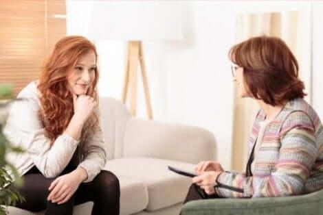 Kvinna hos terapeut