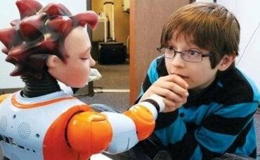 Robotar och barn med autism: hur kan de hjälpa?