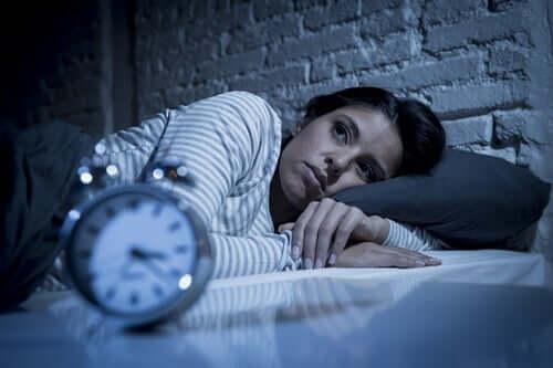 Tydliga symptom på försenat sömnfassyndrom