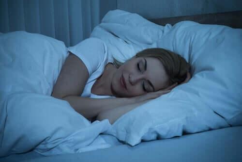Många studier har undersökt vad som händer i hjärnan när vi sover