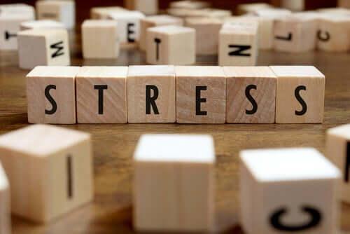 Ordet stress.