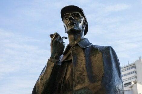 Sherlock Holmes staty.