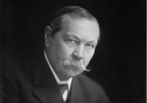 Svartvit bild på Arthur Conan Doyle.
