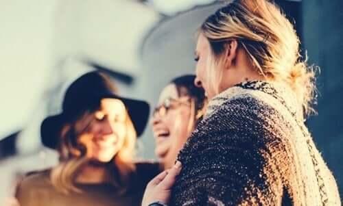 Kvinnor som skrattar.