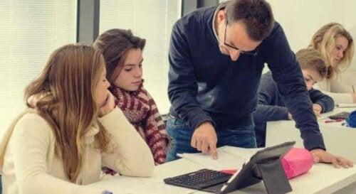 Lärare med elever
