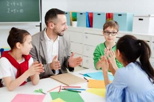 Lärare med elever.