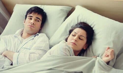 Att gå till sängs arg eller orolig är en dålig vana