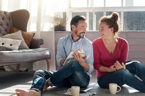 Hur du stärker ditt förhållande under självisolering